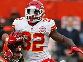 Spencer Ware evades slew of defenders on 25-yard play