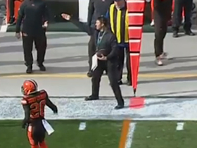 Browns coach has hilarious reaction after catching Mahomes' pass on sideline
