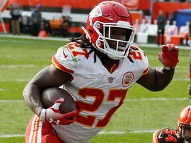 Hat trick! Kareem Hunt races to edge for third TD