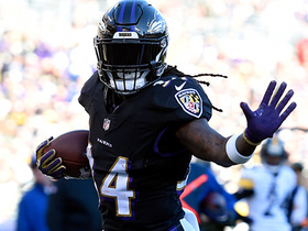 Alex Collins bounces outside for red-zone TD