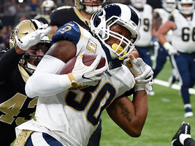 Gurley beats defense to edge on 8-yard TD run