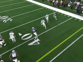Zeke bounces to outside for rush down sideline