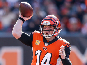 Dalton throws perfect jump pass to Giovani Bernard
