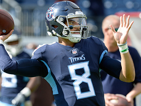 Mariota throws under pressure to diving Davis