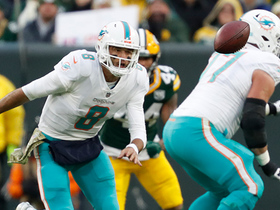 Dolphins' high snap leads to red-zone fumble