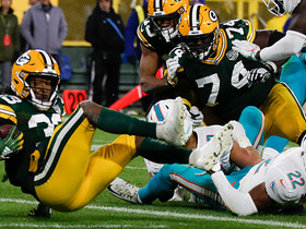 Aaron Jones creates a lane for second TD of game