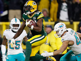 Davante Adams sneaks between two defenders for TD