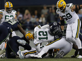 Seahawks collapse the pocket on Rodgers for third-down sack