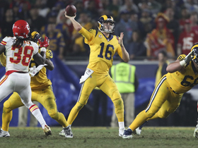 Goff ropes it into Everett for third TD throw of the night