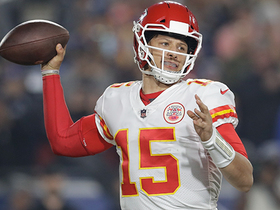 Mahomes finds Kelce for clutch fourth-down pickup