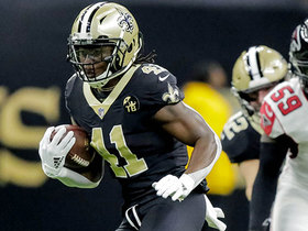 Alvin Kamara carves up the middle to open the game