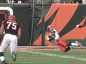 Njoku dives to haul in 21-yard laser from Baker