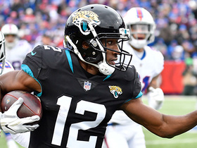 Dede Westbrook zooms up sideline for 43 yards