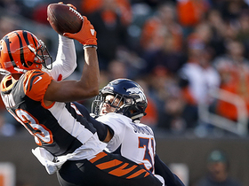 Tyler Boyd makes leaping catch for 22-yard gain