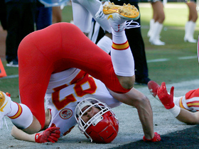 Travis Kelce dives for the pylon for Chiefs' first TD