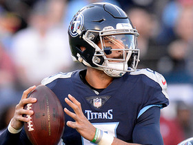 Mariota lobs pass to Sharpe for first down