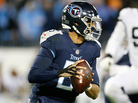 Mariota's fourth-and-goal pass sails over Davis' head