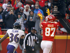 Mahomes drops it in bucket to Kelce for 15-yard TD