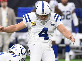 Age-defying Vinatieri boots 54-yard FG through uprights before half