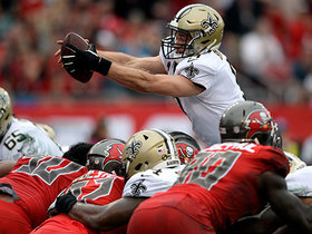 Brees leaps over Bucs defensive line for TD
