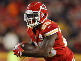 Damien Williams left alone on huge 32-yard catch and run