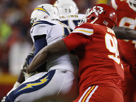 Chris Jones flies through Chargers' OL for second sack