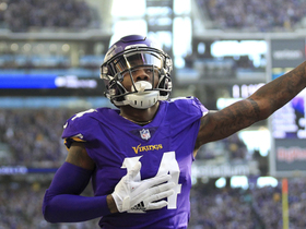 'Fins leave Diggs alone in back of end zone for TD