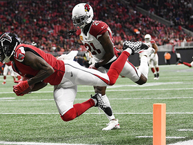 Julio dives past Peterson for TD, goes over 1,500 yards