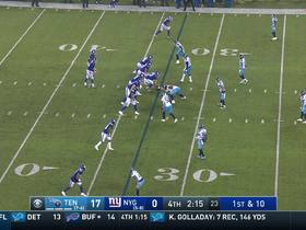 Fowler keeps feet in bounds for 25-yard gain