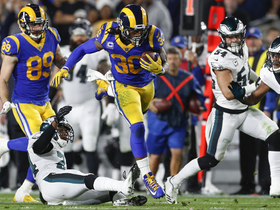 Todd Gurley dodges, hurdles on powerful run