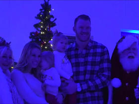 Kyle Rudolph brings holiday cheer to children's hospital