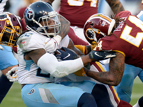 Mason Foster careens through the line to sack Mariota