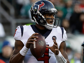 Deshaun Watson keeps play alive finding D'Onta Foreman for 20-yard TD