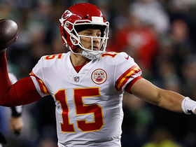 Mahomes splits Seahawks defenders on 23-yard strike to Kelce