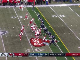 Mahomes drops pass in the bucket to Hill for big third-down pickup