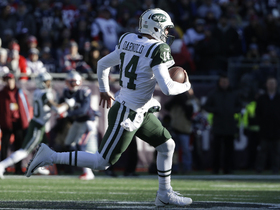 Sam Darnold dashes by Pats' pass rush for 28 yards on scramble