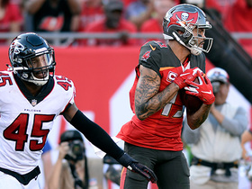 Jameis Winston finds Mike Evans on rollout for 10-yard TD
