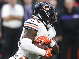 Jordan Howard slips through hole and speeds away for 42 yards