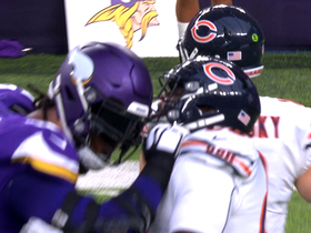 Bears, Vikings players get face masks hooked on each other
