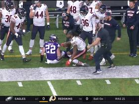 Kevin White makes backpedaling catch along sideline