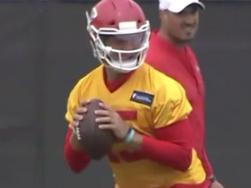 Mahomes debuts new helmet style at Chiefs OTAs