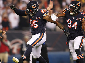 Khalil Mack, Leonard Floyd swarm Aaron Rodgers for third-down sack
