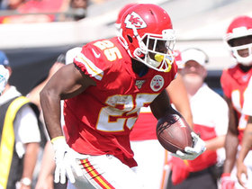 LeSean McCoy's first Chiefs carry goes for 13-yard gain