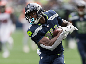 D.K. Metcalf runs under Russell Wilson's deep ball for big 42-yard pickup