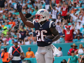 Sony Michel slips through Miami's defensive line for TD