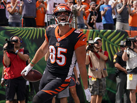 Tyler Eifert rolls into end zone on goal-line TD catch