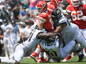 Raiders ambush Patrick Mahomes for third-down strip-sack