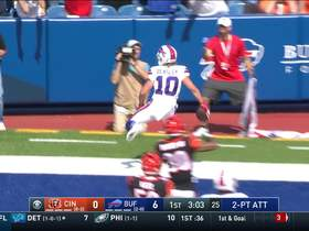 Cole Beasley hauls in two-point conversion for Bills