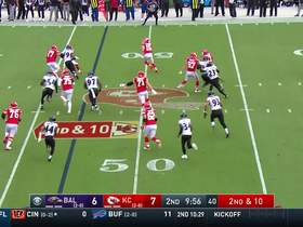 Mecole Hardman turns potential turnover into EPIC field reversal for first down