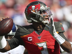 Jameis Winston launches 55-yard pass to Mike Evans